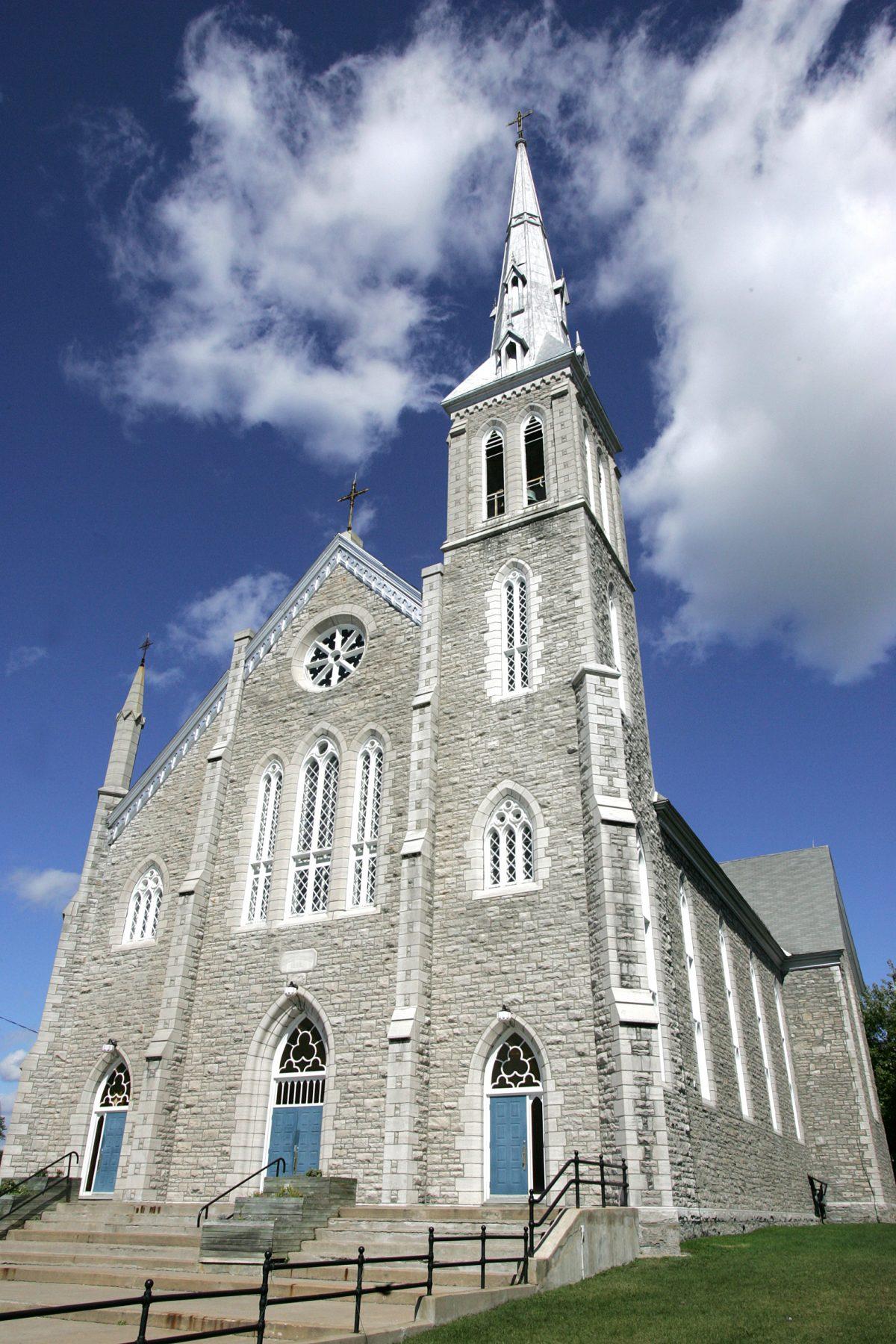 Église et presbytère de Saint-François-de-Sales. ©Ville de Gatineau