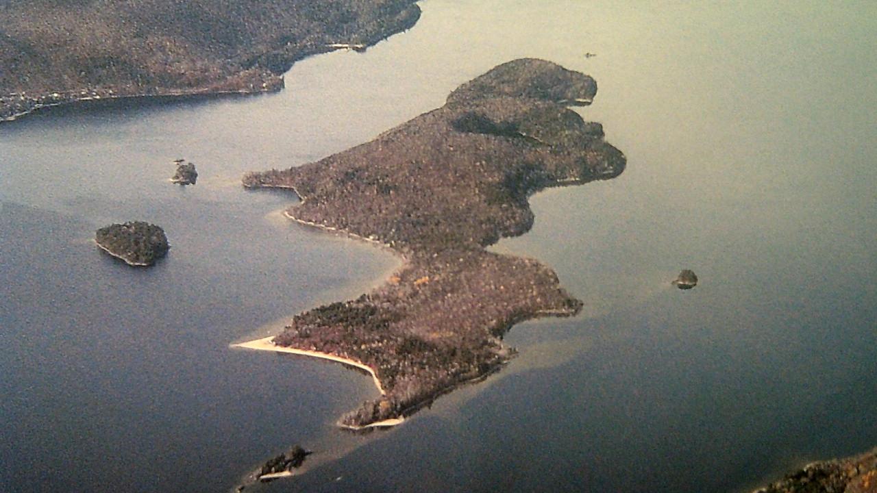 Île Canard Blanc. Crédits : Municipalité du Lac Simon. Photo : Serge Roy
