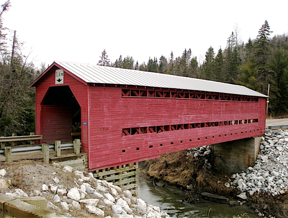 Pont couvert Kelly. Photo : Ginette Labonté