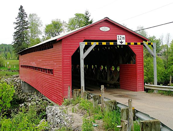 Pont couvert Cousineau. ©Centre d'interprétation de l'historique de la protection de la forêt contre le feu, 2016