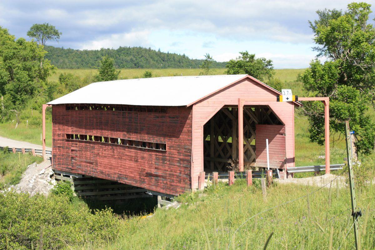 Pont couvert du Ruisseau-Meech ©CRÉO/MCC, 2016. Source : CLD des Collines-de-l'Outaouais